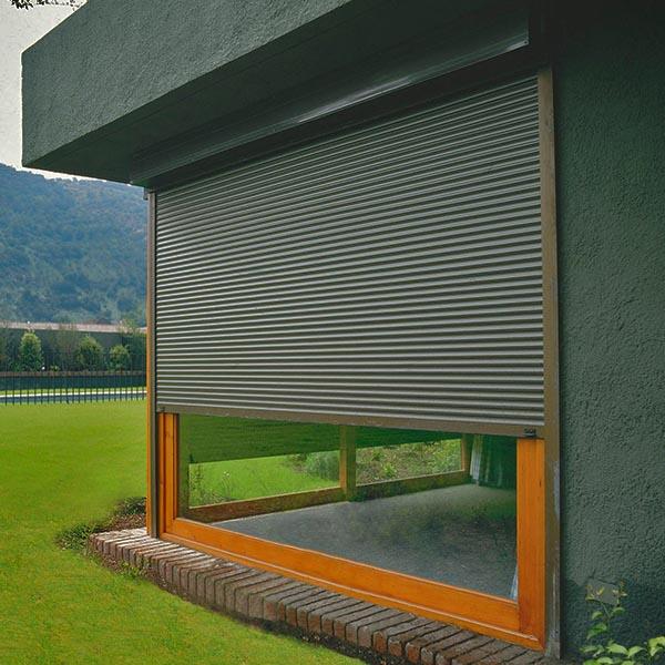 Persianas termicas y cortinas modernas para la decoracion for Cortinas exteriores
